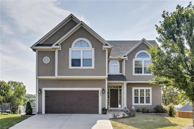 303 Lakeview Drive, Louisburg, KS 66053 (#2124666) :: Edie Waters Network