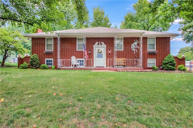 802 SE 14th Street, Oak Grove, MO 64075 (#2124669) :: Edie Waters Network
