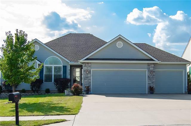 9102 N Mersington Avenue, Kansas City, MO 64156 (#2124724) :: Kansas City Homes