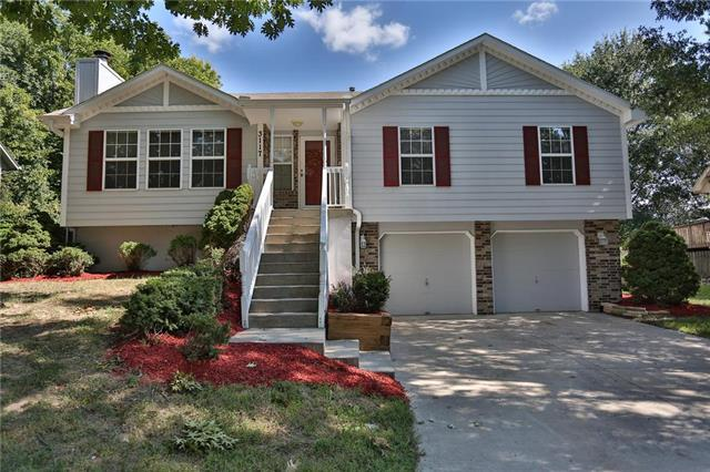 3117 S Vista Court, Independence, MO 64057 (#2124766) :: Edie Waters Network