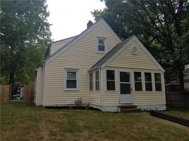 428 S Cherry Street, Ottawa, KS 66067 (#2124777) :: Char MacCallum Real Estate Group