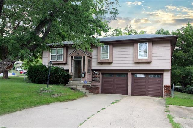 11715 Smalley Avenue, Kansas City, MO 64134 (#2124840) :: Edie Waters Network