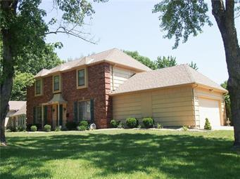 9809 W 104 Terrace, Overland Park, KS 66212 (#2124862) :: Edie Waters Network