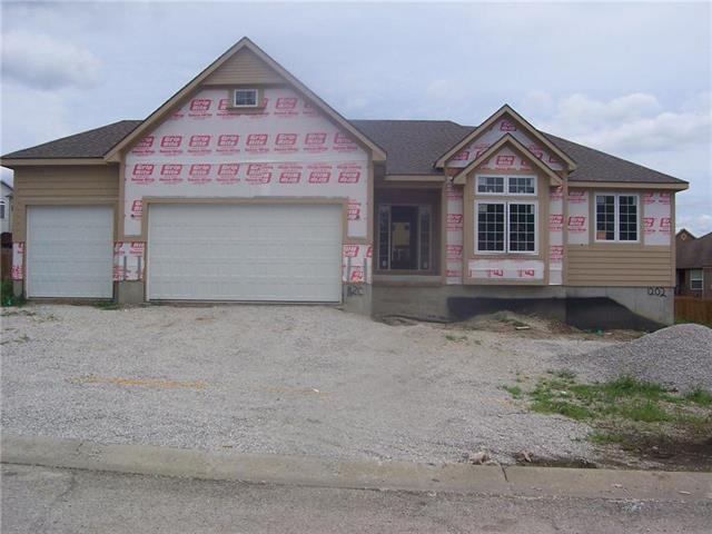 1202 Ridge Tree Lane, Pleasant Hill, MO 64080 (#2124921) :: Char MacCallum Real Estate Group
