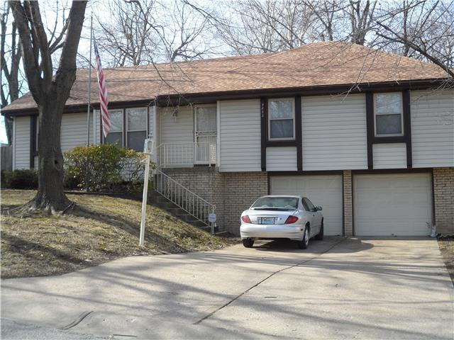 9832 Smalley Avenue, Kansas City, MO 64134 (#2124924) :: Edie Waters Network