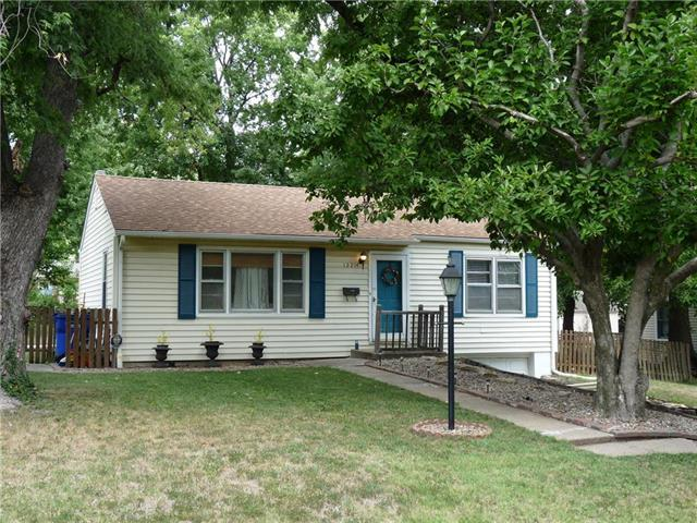 12214 W 64th Terrace, Shawnee, KS 66216 (#2124926) :: Edie Waters Network