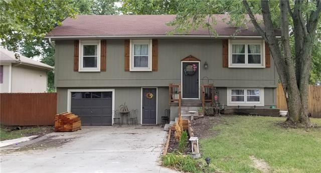 511 W 5th Court, Peculiar, MO 64078 (#2124954) :: Edie Waters Network