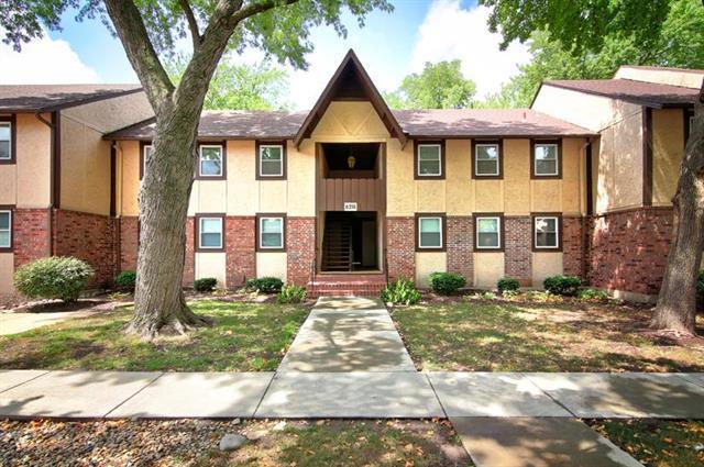 6218 Robinson Street #4, Overland Park, KS 66202 (#2125054) :: Edie Waters Network
