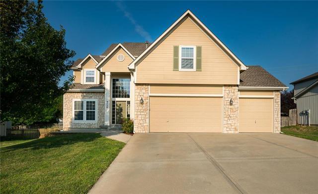 9720 N Highland Terrace, Kansas City, MO 64155 (#2125070) :: Edie Waters Network