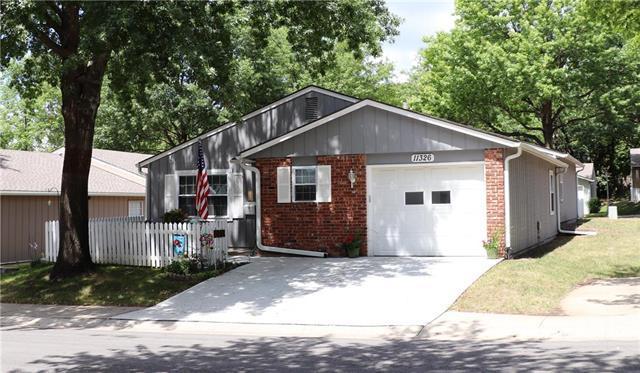 11326 W 77th Place, Shawnee, KS 66214 (#2125229) :: Kedish Realty Group at Keller Williams Realty
