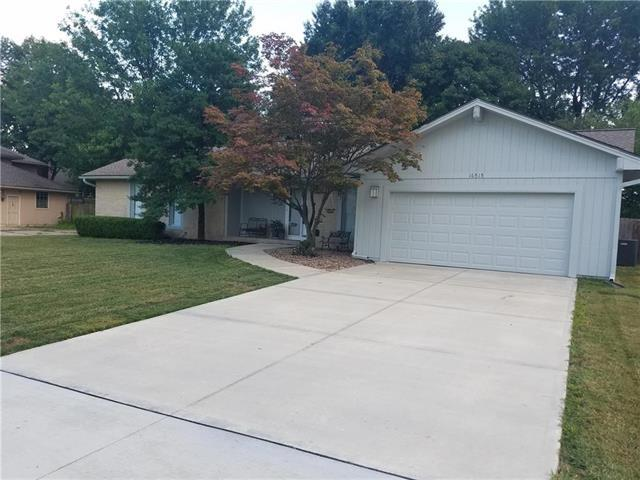 16515 E 36th Street, Independence, MO 64055 (#2125271) :: Edie Waters Network