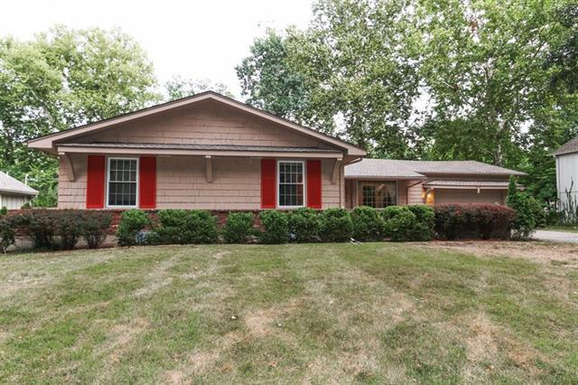 6323 Beverly Drive, Mission, KS 66202 (#2125307) :: Team Real Estate