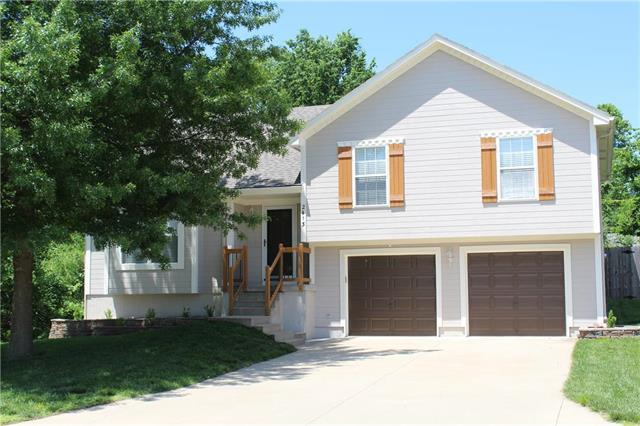 2413 NW Richard Drive, Blue Springs, MO 64015 (#2125362) :: Team Real Estate