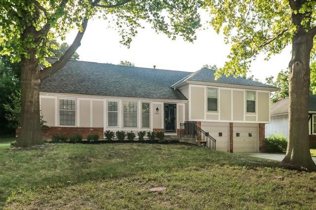 7919 Bradshaw Street, Lenexa, KS 66215 (#2125385) :: Team Real Estate