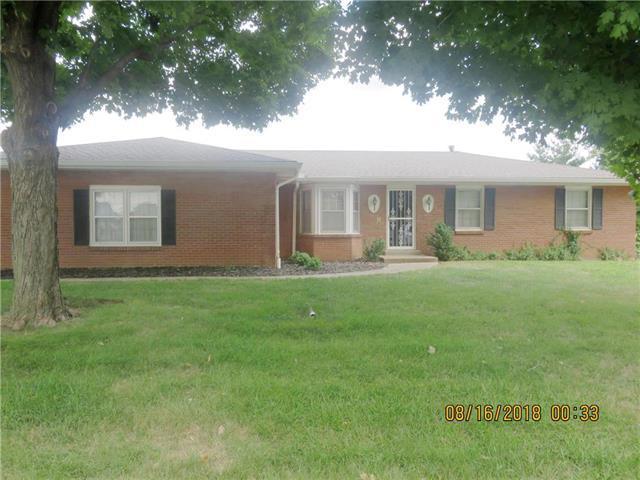 5713 N Adrian Avenue, Kansas City, MO 64151 (#2125463) :: Edie Waters Network