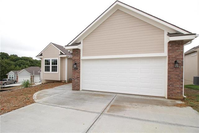 4314 NE 70 Street, Kansas City, MO 64119 (#2125475) :: Char MacCallum Real Estate Group