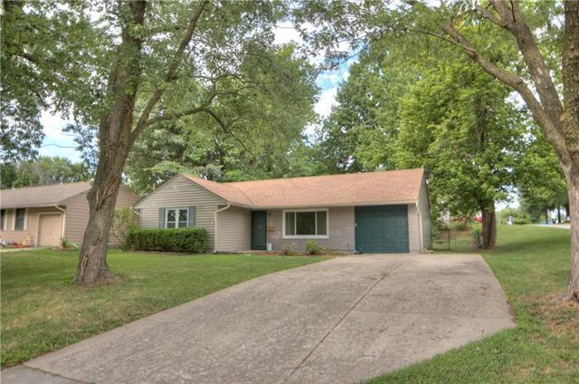 6520 N Harrison Street, Gladstone, MO 64118 (#2125489) :: Edie Waters Network