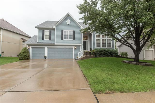 16552 W 156th Street, Olathe, KS 66062 (#2125537) :: Edie Waters Network