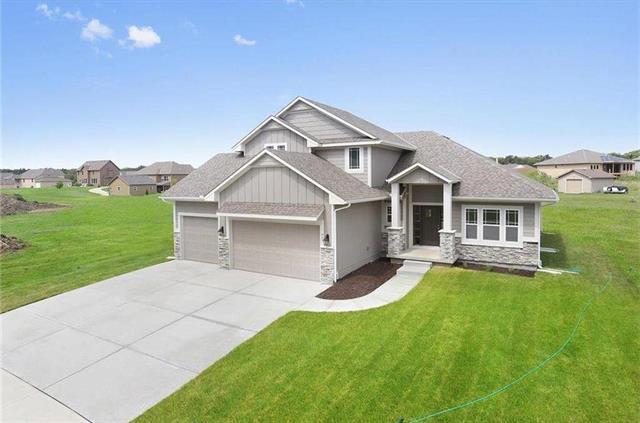 516 SE Linden Drive, Blue Springs, MO 64014 (#2125550) :: Edie Waters Network