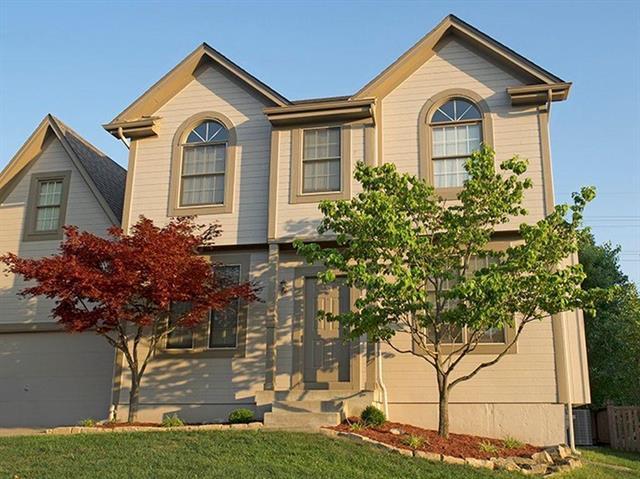 8105 W 142nd Terrace, Overland Park, KS 66223 (#2125561) :: Edie Waters Network