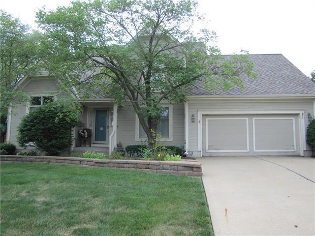 10305 W 131st Street, Overland Park, KS 66213 (#2125568) :: No Borders Real Estate