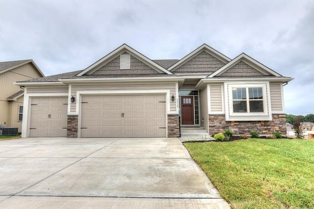 10509 N Randolph Avenue, Kansas City, MO 64157 (#2125593) :: No Borders Real Estate