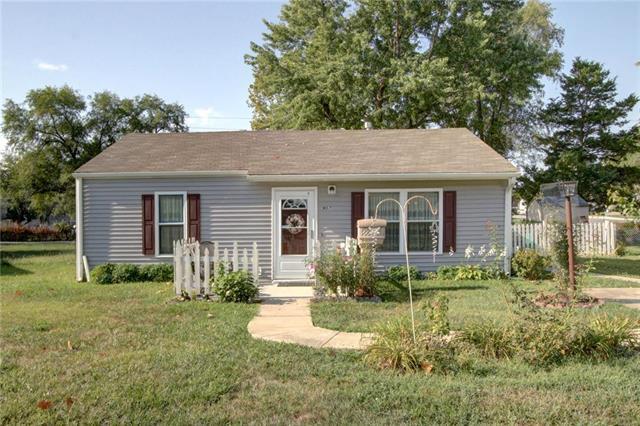 907 S Edgemere Drive, Olathe, KS 66061 (#2125664) :: No Borders Real Estate