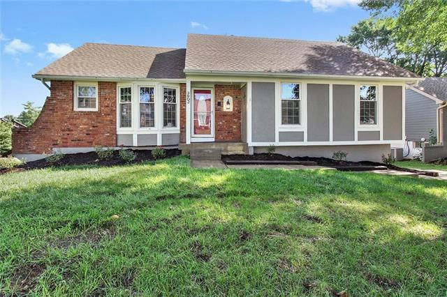 3903 SW Linden Lane, Lee's Summit, MO 64082 (#2125672) :: No Borders Real Estate