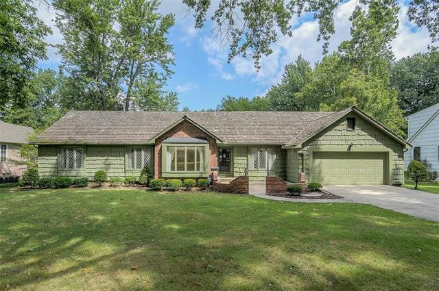 3518 W 92nd Terrace, Leawood, KS 66206 (#2125684) :: No Borders Real Estate