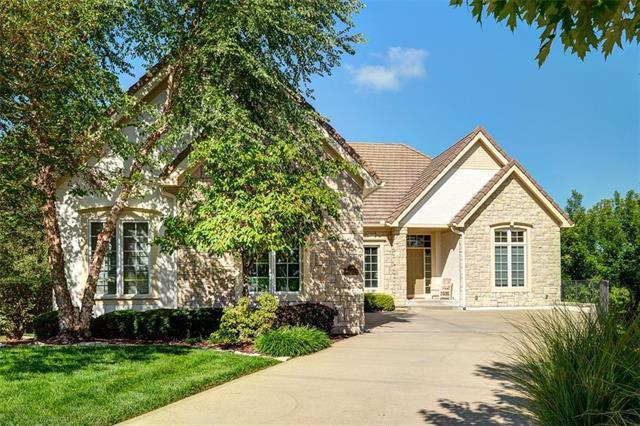 6605 Royal Court, Parkville, MO 64152 (#2125692) :: The Shannon Lyon Group - ReeceNichols