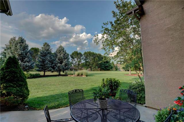 3064 W 144th Terrace Street, Leawood, KS 66224 (#2125698) :: Team Real Estate