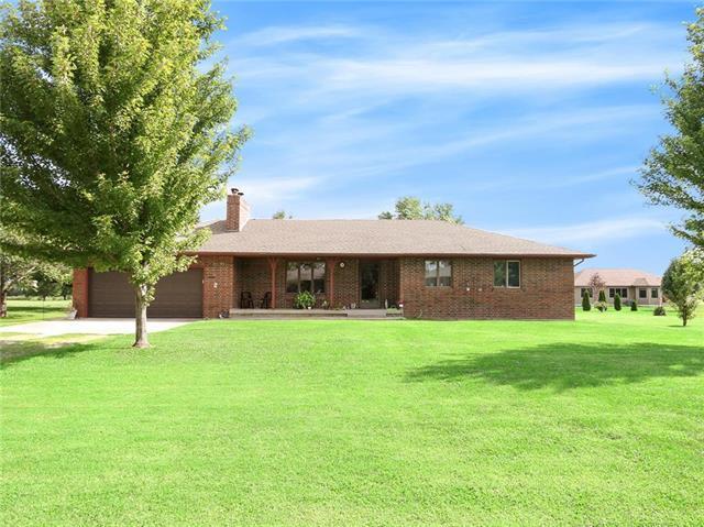 21155 E 975 Place, Pleasanton, KS 66075 (#2125704) :: Char MacCallum Real Estate Group