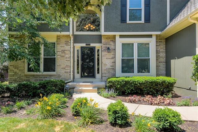 14020 Linden Street, Overland Park, KS 66224 (#2125727) :: Team Real Estate