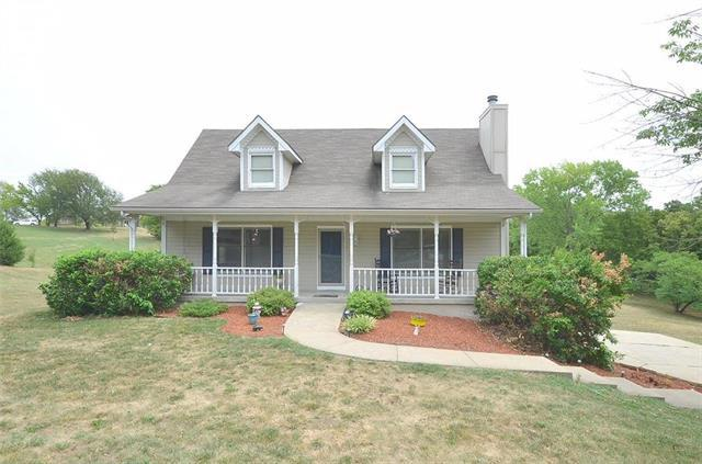 7701 NW Paradise Lane, Parkville, MO 64152 (#2125728) :: Edie Waters Network