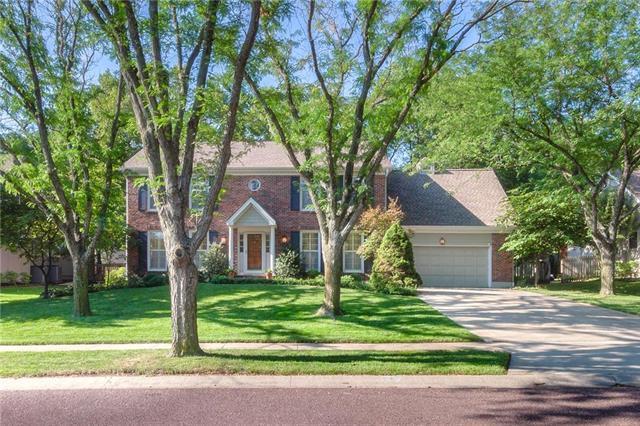 8417 W 114 Street, Overland Park, KS 66210 (#2125747) :: Team Real Estate