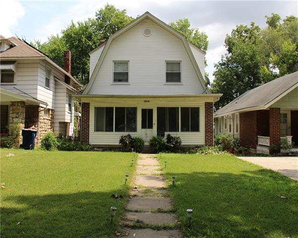 6205 Forest Avenue, Kansas City, MO 64110 (#2125833) :: Edie Waters Network