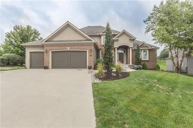10516 N Michigan Avenue, Kansas City, MO 64155 (#2126055) :: Char MacCallum Real Estate Group