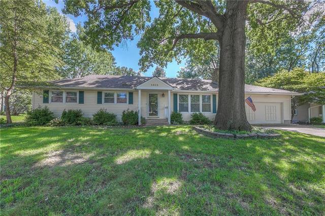 5615 W 81ST Terrace, Prairie Village, KS 66208 (#2126114) :: Char MacCallum Real Estate Group