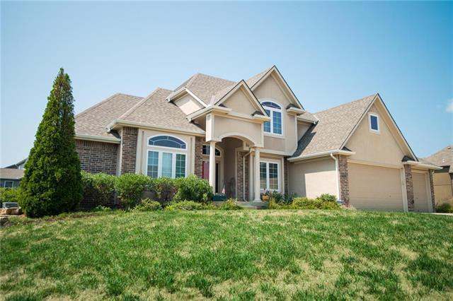 9012 N Lewis Avenue, Kansas City, MO 64157 (#2126129) :: Char MacCallum Real Estate Group
