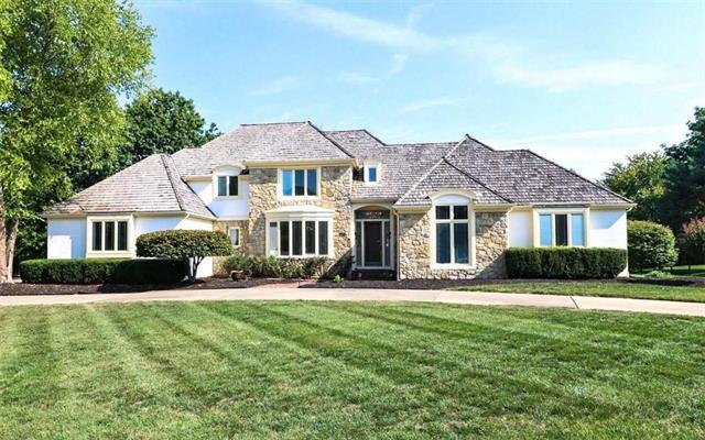 2704 W 118th Street, Leawood, KS 66211 (#2126136) :: Char MacCallum Real Estate Group