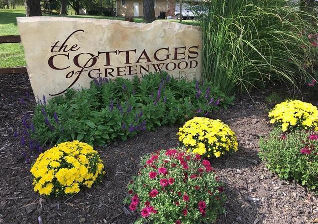 300 Kensington Square, Greenwood, MO 64034 (#2126162) :: Eric Craig Real Estate Team