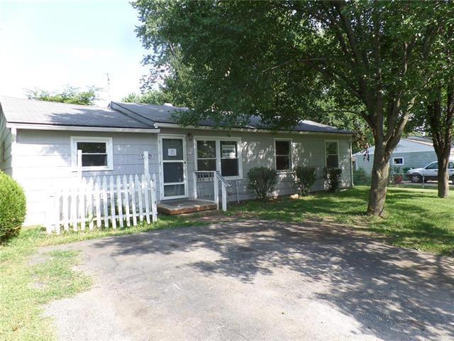 17401 S Prospect Avenue, Belton, MO 64012 (#2126170) :: Edie Waters Network