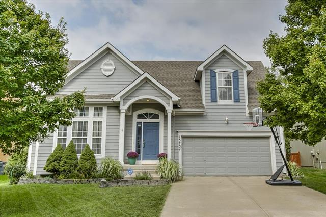 15734 S Brookfield Street, Olathe, KS 66062 (#2126219) :: Edie Waters Network
