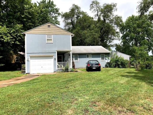 6306 E 147th Terrace, Grandview, MO 64030 (#2126258) :: Clemons Home Team/ReMax Innovations