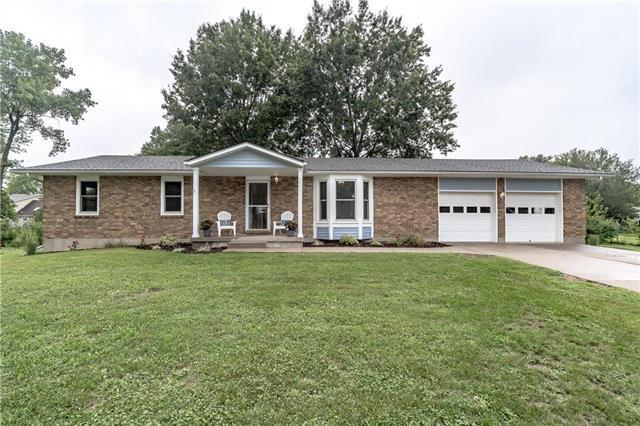 21614 S Clairmont Street, Peculiar, MO 64078 (#2126305) :: Char MacCallum Real Estate Group