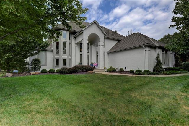 13112 Glenfield Road, Leawood, KS 66209 (#2126308) :: Char MacCallum Real Estate Group