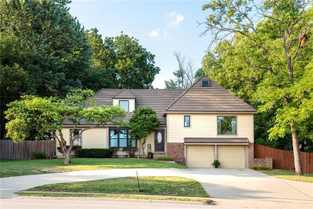 4320 W 103rd Street, Overland Park, KS 66207 (#2126319) :: Edie Waters Network