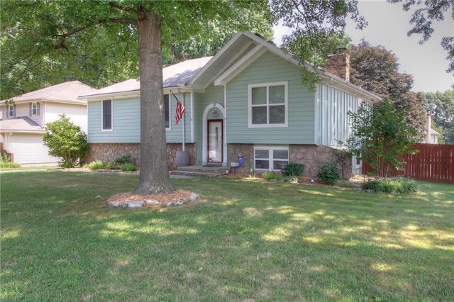 4831 Stearns Lane, Shawnee, KS 66203 (#2126324) :: Edie Waters Network