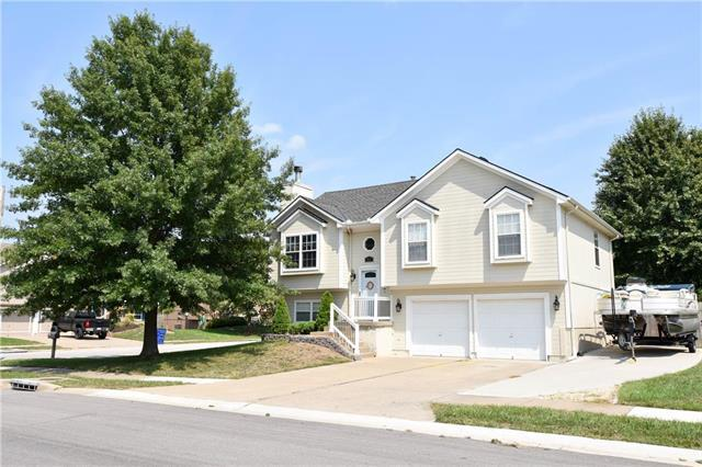 801 SW Harvest Drive, Grain Valley, MO 64029 (#2126503) :: Edie Waters Network