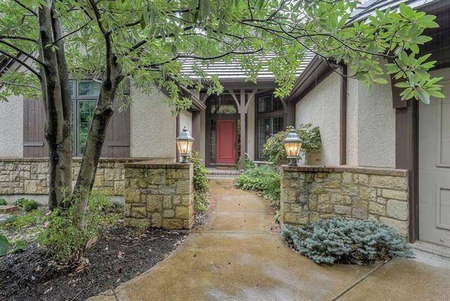 4229 W 114th Street, Leawood, KS 66211 (#2126546) :: Char MacCallum Real Estate Group